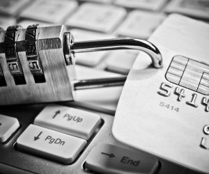 Безопасно ли держать деньги на банковском счету
