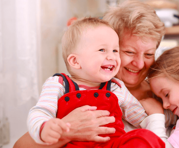 Как оформить бабушку по уходу за ребенком