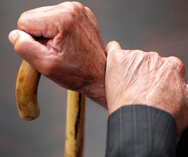 Как оформить доверенность на получение пенсии лежачему