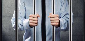 Если должник сидит в тюрьме  как удерживаются алименты